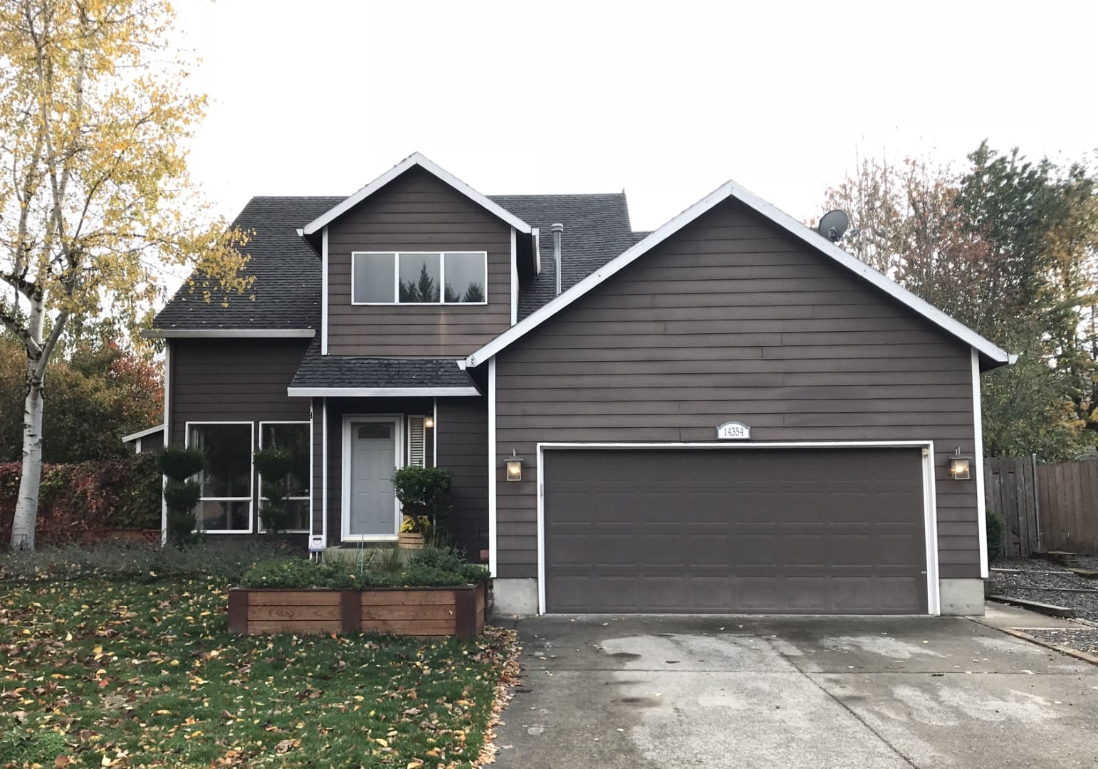 Siding project before and after in portland, before image