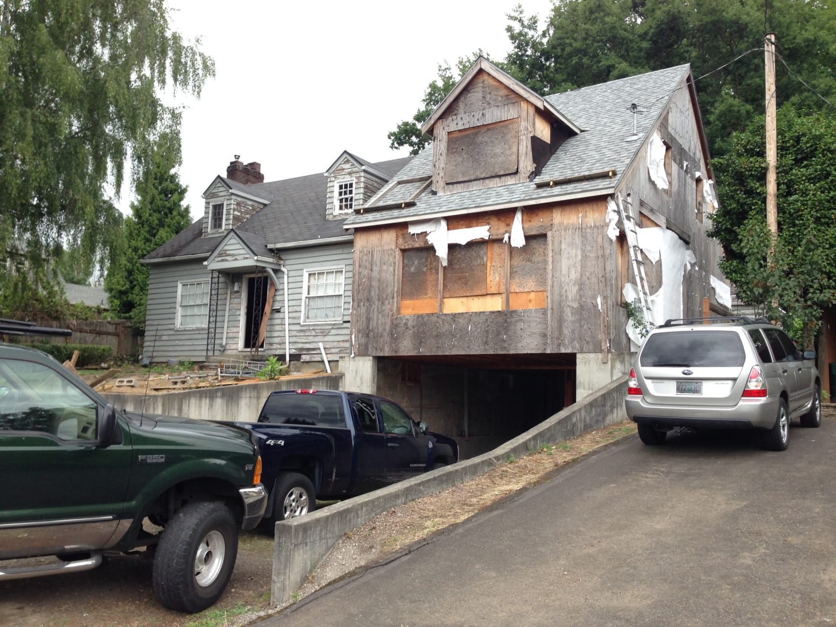 Milwaukie home before new siding and roofing installation