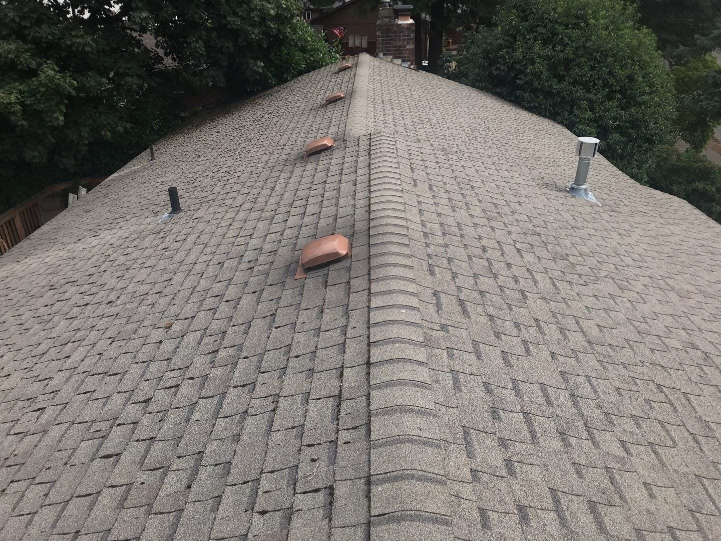 Roof in sandy Oregon before new roof install
